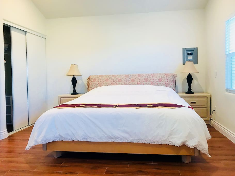 A king size bed with 2 nightstands
