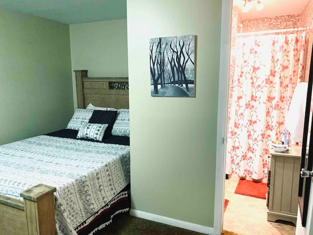 Private Bedroom/near NYS Fair, Amphitheater & more