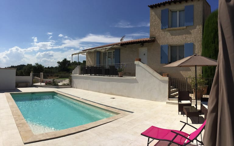 Vacation rental in the Alpilles, in Aureille, close to the center of the village on foot - Beautiful view - sleeps 8