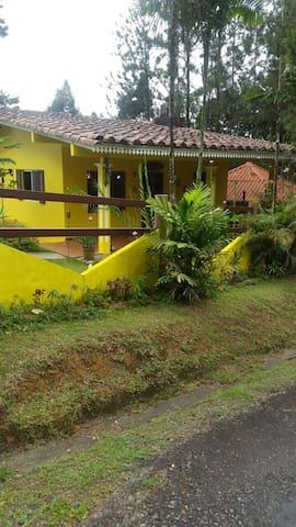 Acogedora casa Altos d Cerro Azul - Panamá - Dom