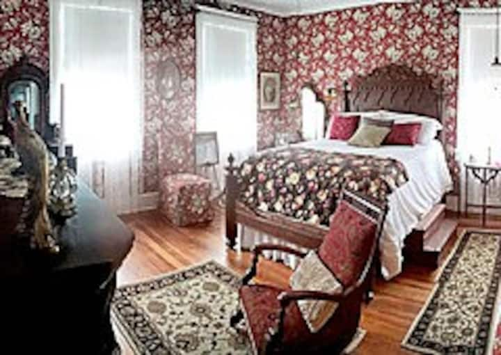 Selina's Suite (Private Room at Dunnlora Inn)