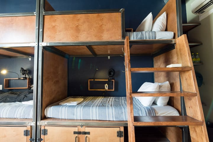 Deep Ellum Hostel, 6-Bed Female Only Shared Dorm