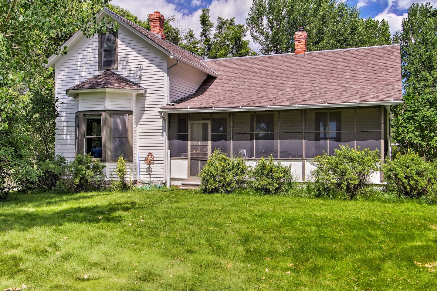 The 'Harrison Homestead' is the perfect vacation rental cabin for 9 guests.