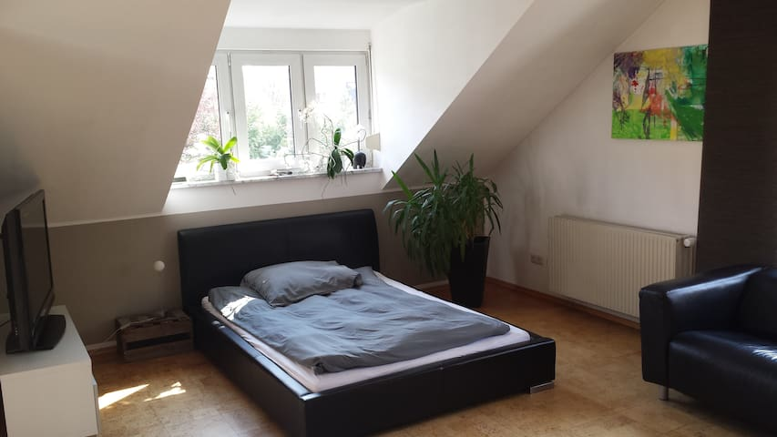 2 room flat + balcony - 15 min to the Oktoberfest - München - Hus