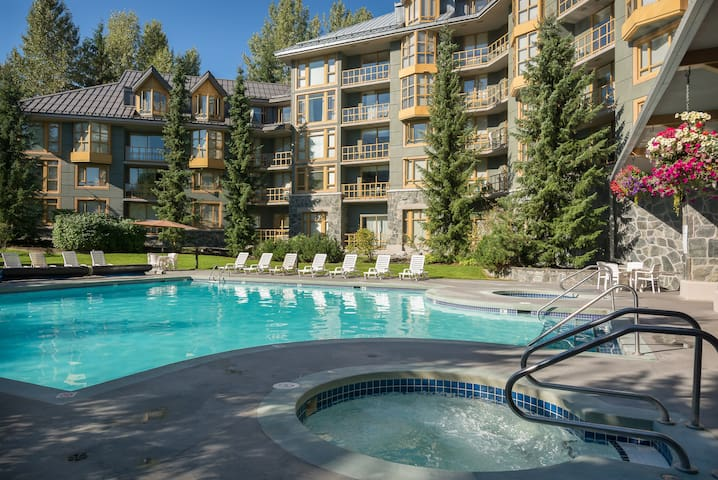Studio Suite - Whistler Village!   Pool + Hot Tub