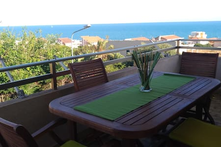 Home and House 150 meters from the sea