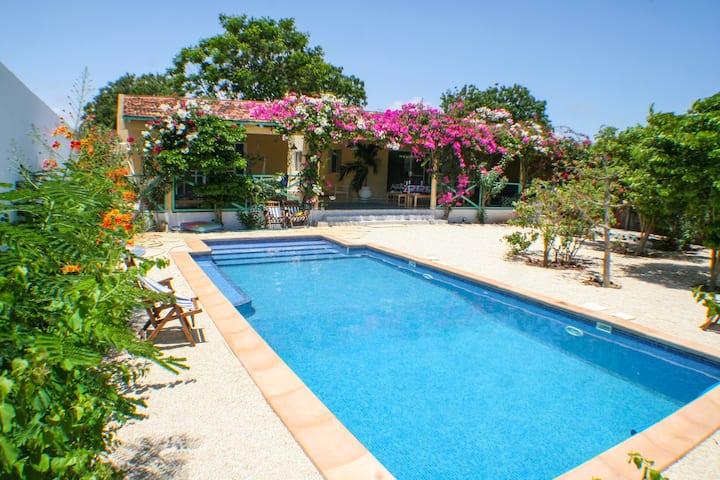 Maison avec piscine,havre de paix près de la plage