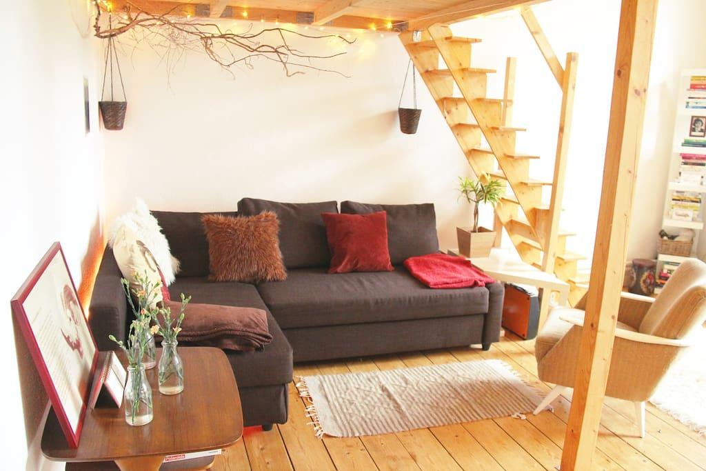 Das Sofa kann zu einer bequemen Schlafcouch mit den Maßen 140x200cm ausgezogen werden.