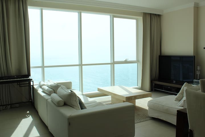 Huge flat with private beach access, full sea view