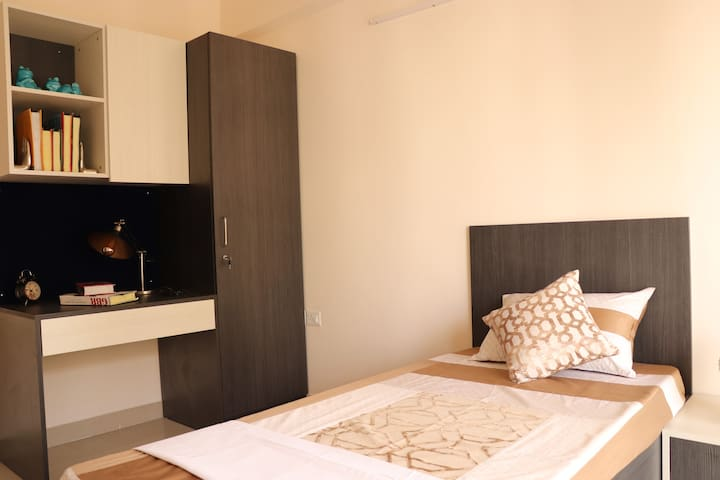 Helloworld Nasa | Private Room in 2BHK-01