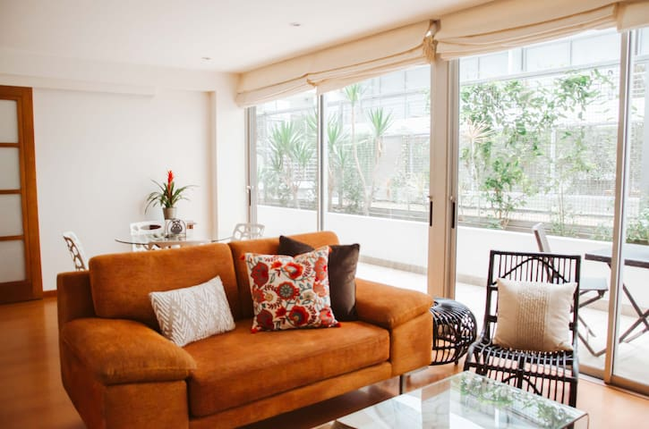 Charming and cozy apt with pool - Perfect location
