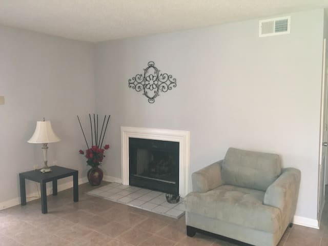 Cute Apartment close to Charlotte Motor Speedway