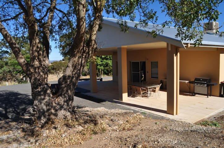 Lambert Estate Retreat - Angaston - บ้าน