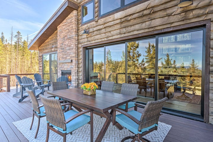 NEW! Luxury Ski-In/Out Getaway w/ Hot Tub & Views!