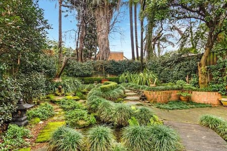 Luxury house with gorgeous garden near everything - Alexandria