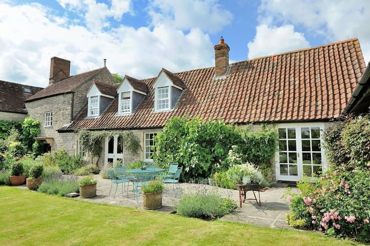 Farmhouse annexe in Somerset with tennis court - Hornblotton - Huis