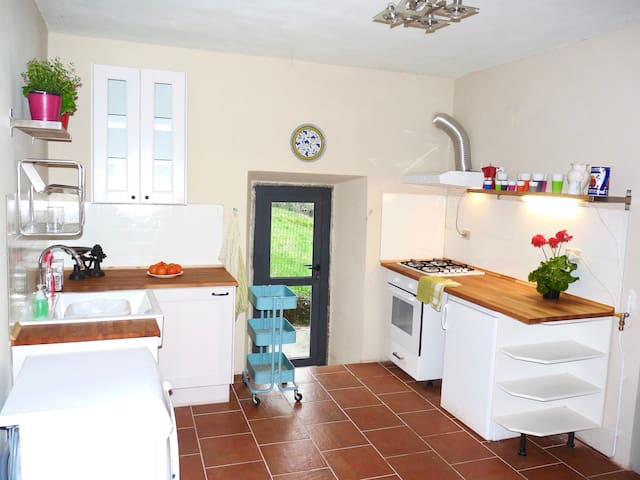 Casa Nicola. Large quality home in Tuscan village - Popiglio - House
