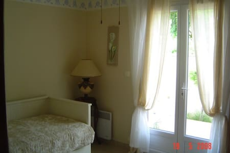 studio with garden, 1km of the beach