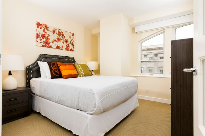 Captivating Two Bed on 8th Street