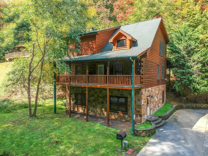 ♥Family Friendly! 3 Story,Gameroom,Hot Tub,Theater