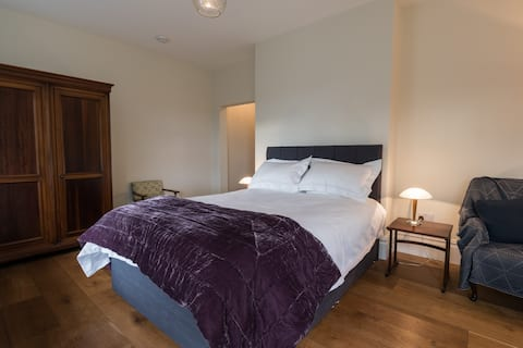 Spacious suite of rooms and breakfast Nr Newcastle