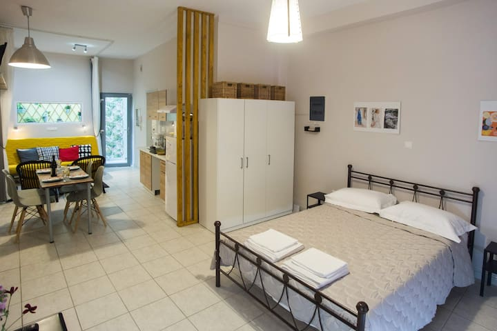 Luxurious Studio, near Athens airport