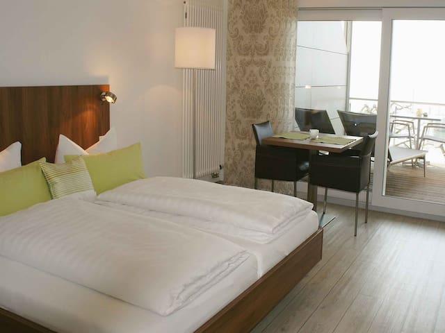 Schloss Helmsdorf OHG, (Immenstaad am Bodensee), Apartment No. 4, 24qm, 1 Wohn-/Schlafraum, max. 2 Personen