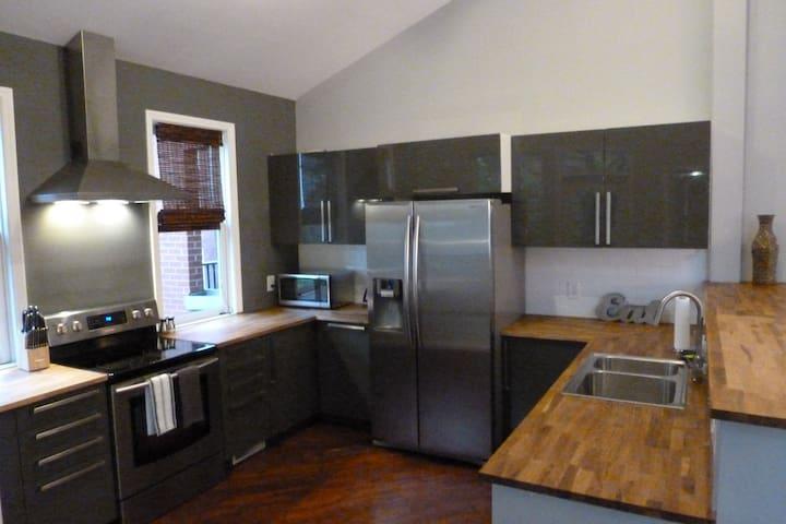 2 Bedroom Soulard Loft - In the Heart of St. Louis