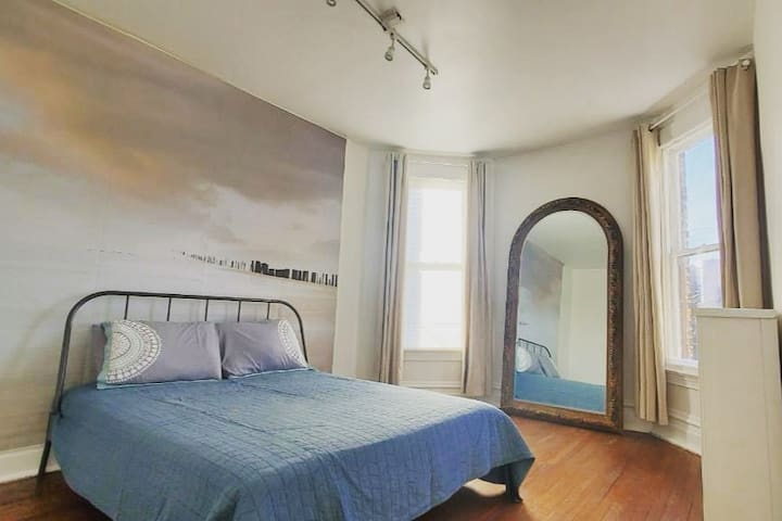 Private Bedroom In Victorian House in Uptown #2