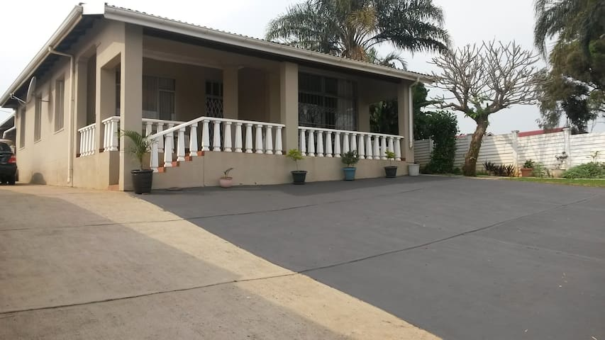 Casa Lorraine - Suburban Home Away From Home