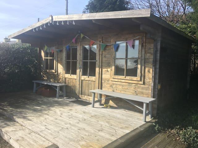 Coastal Garden Cabin with Ensuite Bathroom