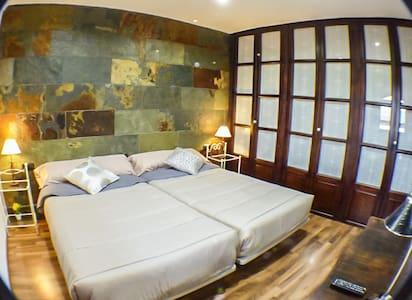 Habitación doble Parque Natural GR - La Zubia - Bed & Breakfast