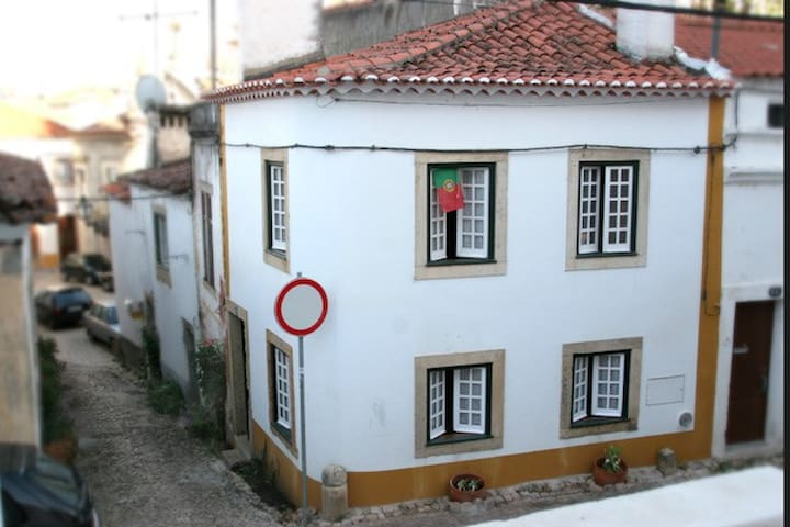 Little Casa in Historic Tomar - Tomar - Casa