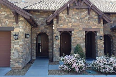 Luxury Villa in Big Bear Village Nicest Resort - ビッグベアーレイク