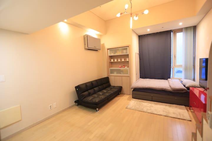 《Roy》 Luxurious  double-decker house《near itaewon》