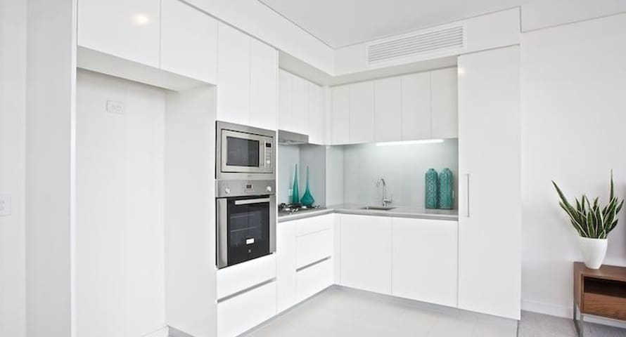 Gorgeous 1 bed apartment, 5 klms from the city - Bowen Hills - Appartement