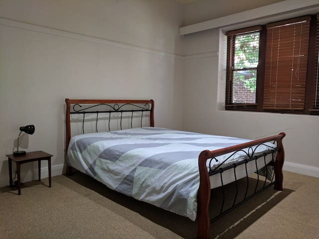 *Master Room* EAST TAMWORTH Ensuite Prime Location