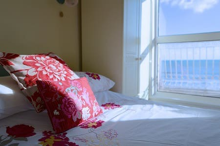 Sea front studio apartment - Dawlish