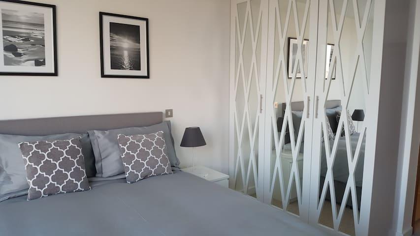 Contemporary 2 Bedroom Apartment - Croydon - Pis