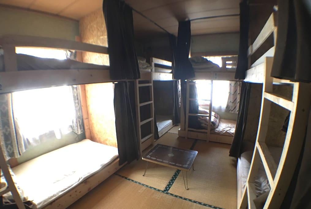 """orange house hostel """" Dormitory Bed03"""" 2段ベッド 定員8名定員8名(男女混合)です"""