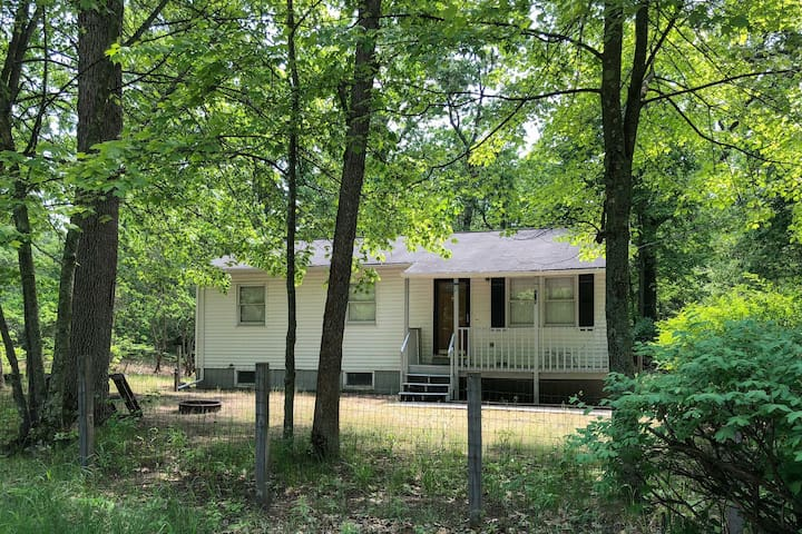 Cozy Twin Lake House ~15 Mins from Lake Michigan!
