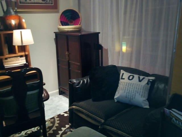 Fabulous: Quiet Comfy Affordable Loft Stay