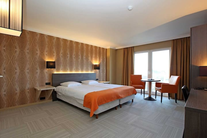 Prestige room for 2 persons in ****hotel Donny, breakfast included, free parking, free access wellness