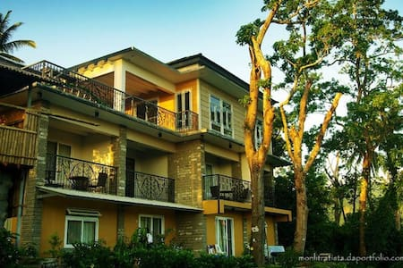 6-8 pax Bataan Forest Resort Rm.11 - Orani - Bed & Breakfast