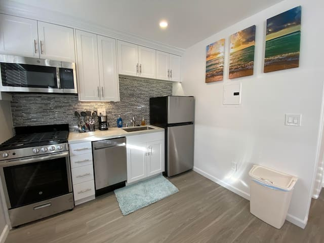 Newly Remodeled Studio 2 Blocks from the Bay1!