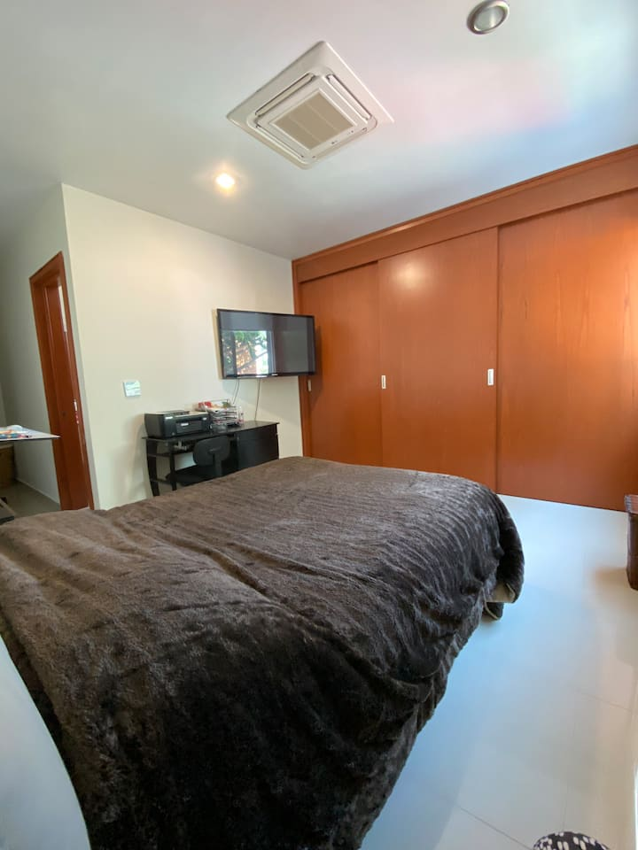 Bonita y acogedora habitación en providencia