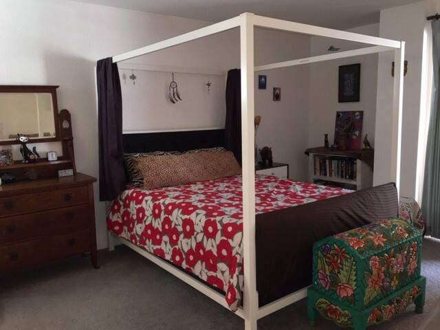 Master bedroom in Chez Dos Gatos
