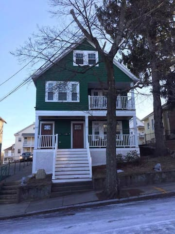 Brighton, MA Guesthouse for rent, Unit 1 (2nd Fl)