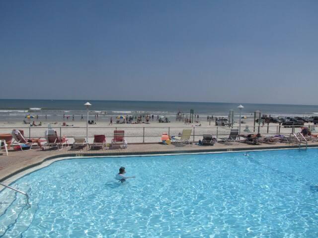Ocean Front Condo! Daytona Beach!