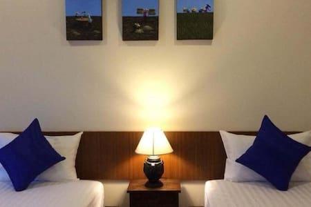 Elegant Standard RoomTwins - Bed & Breakfast